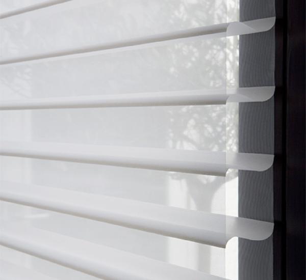 Luxaflex Silhouette 75mm Vane White/Off White